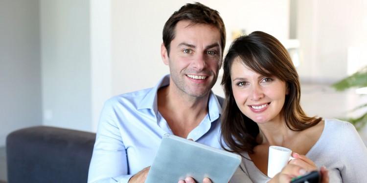 couple-home-entertainment-tv-phone-broadband